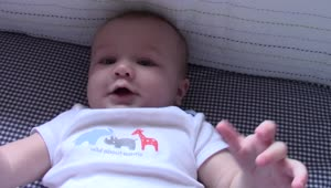 Baby takes a spill in the most adorable way - Video