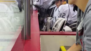 NHL star Jonathan Quick sneaks autograph mid-game - Video