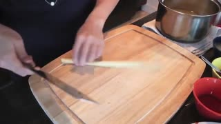 """Traditional """"Tom Yam Kung"""" - Hot Thai Kitchen! - Video"""