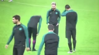 Neymar fight vs Suarez in training / Messi epic reaction !