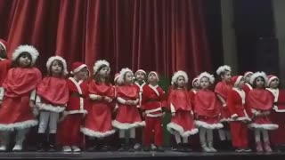 Santa Claus sang out of the smallest - Video