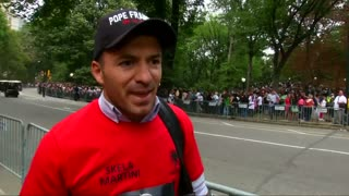 Pope greets crowds in Central Park - Video