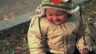 Baby's uncontrollable laughter is extremely contagious!  - Video