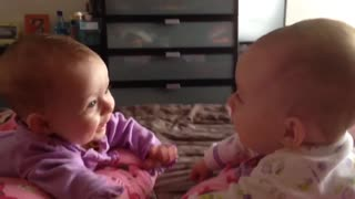 Twin babies talk and hold hands for the first time - Video