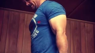 Build Bigger Biceps with Hammer Curls
