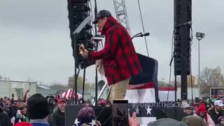 Ted Nugent plays National Anthem to open Trump Rally