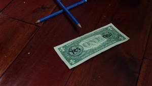 Jaw-dropping magic trick performed with dollar bill - Video