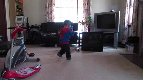 """Toddler busts out his dance moves to Drake's """"Hotline Bling"""""""