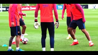 Lionel Messi Skills & Nutmeg vs Luis Suarez on Training