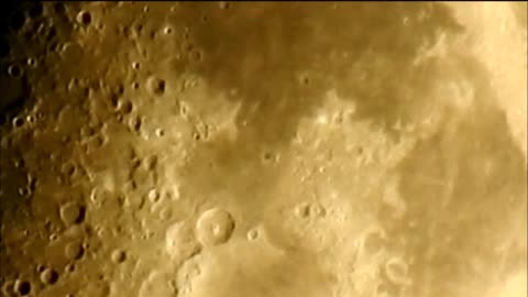 Jaw-dropping zoom footage of half moon over Canada
