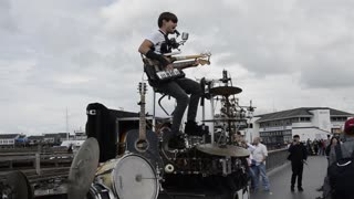 Amazingly talented one-man band performs entire song