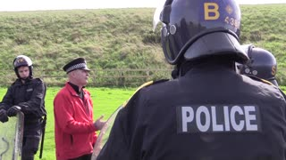 Public order police undergo petrol bomb training - Video