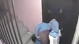 CCTV caught women breaking into a home for burglary - Tehran - Video