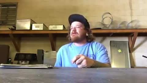 IDIOT EATS WORLDS HOTTEST PEPPERS