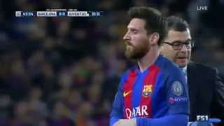 Messi tras un CHOQUE con Pjanic - Video