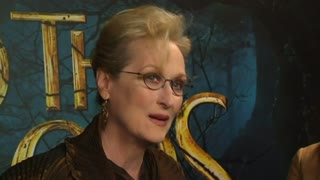 Meryl Streep reacts to the Paris shootings - Video