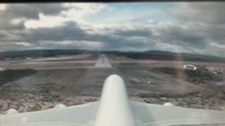 Plane Landing After Catastrophic Engine Failure - Video