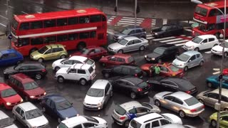 Chaotic traffic jam at Skopje intersection - Video