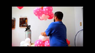 How to make a Minnie Mouse Balloon Centerpiece - Video