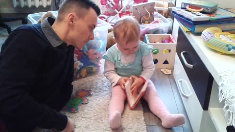 """19 month old baby learns how to say, """"Look"""""""