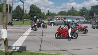 Truck Road Rage Attempt to Wipe Out Bikers - Video