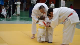 Funny little girl and boy judo fight - Video