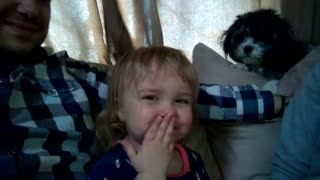 Toddler discovers ability to make fart noises - Video