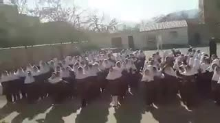 Iranian Students Singing Shajarian's song - Video