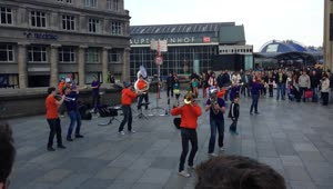 Impressive street band attracts crowd in Cologne - Video