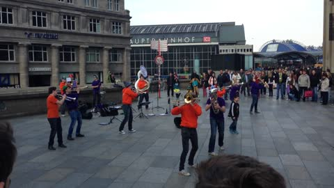 Impressive street band attracts crowd in Cologne