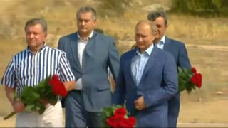 Italy's Berlusconi rubs shoulders with Putin in Crimea - Video