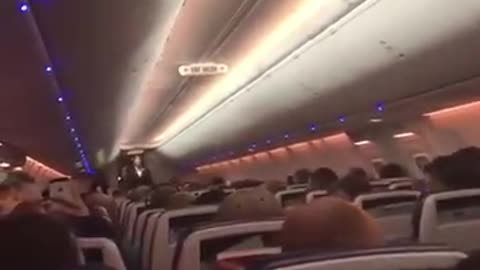 Couple Gets Married on Flight