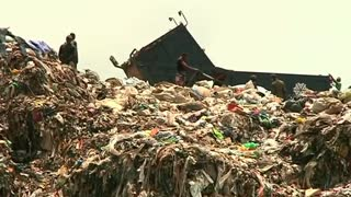Nigeria's poor build homes in capital's garbage dump - Video