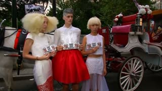 Fashion clashes with PETA - Video