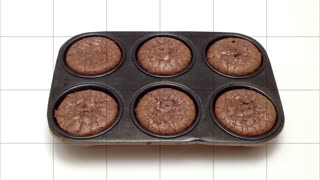 How to quickly make chocolate brownies - Video