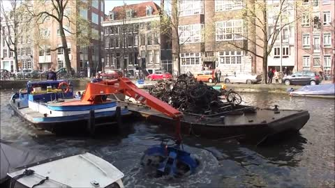 Boat crane fishes bicycle wrecks from Amsterdam canals