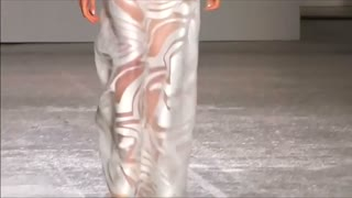Genny shows off clean cuts at Milan - Video