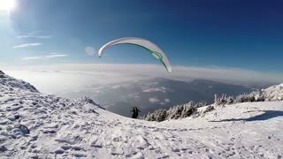 Epic paragliding from above the frozen Carpathian Mountains - Video