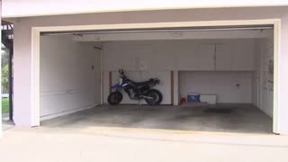 Auburn Community Upset after HOA Tells Them to Leave Garage Doors Open - Video
