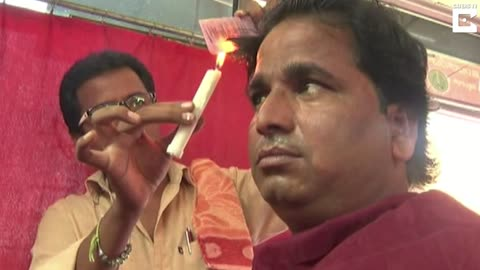 Indian Barber Uses Candle Flames To Give Haircuts