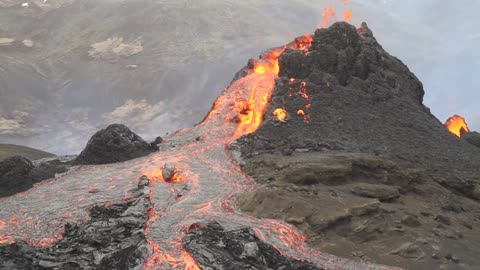 Incredible footage showing side of volcano breaking off in Iceland