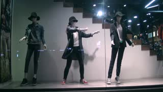 Girl posing as manikin performs insane dubstep dance - Video