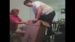 Man tries to squeeze into a box - Video