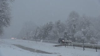 US Northeast hit with Thanksgiving snowstorm - Video