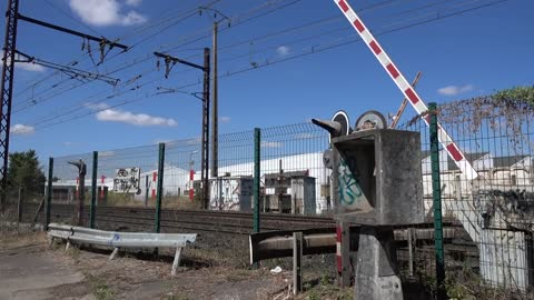 Unnecessary former level crossing still works in France