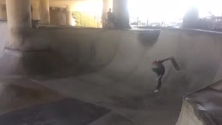 Guy misses skateboard falls on ankle