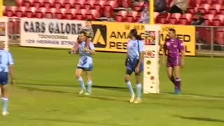 Four year old boy scores try against Australian legends - Video