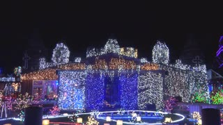 500,000 Christmas Lights Display Dazzles Spectators - Video