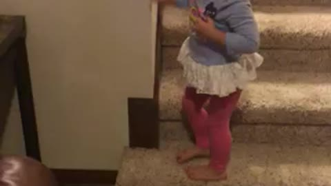 2-year-old girl is already a super athlete!