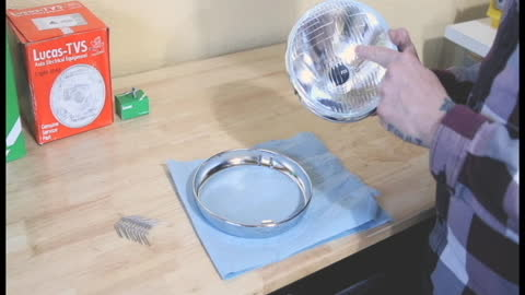 Installing a Headlight to a Rim using Fixing Clips